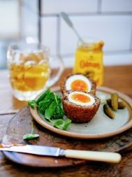 A cracking recipe that shows you how to make perfect scotch eggs from scratch. Perfect for a picnic or a party. Just add crunchy pickles and some salad. Lamb Recipes, Egg Recipes, Snack Recipes, Savoury Recipes, Healthy Recipes, Sausage Recipes, Savoury Dishes, Drink Recipes, Food Dishes