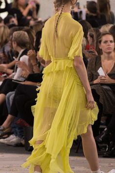 Preen at London Fashion Week Spring 2017 - Details Runway Photos Spring Fashion Trends, Fashion 2017, High Fashion, London Fashion, London Spring, Yellow Fashion, Shades Of Yellow, Ruched Dress, Mellow Yellow
