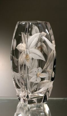 -Every piece of Czech crystal will brighten your everyday life. Find us in Štupa… Every piece of Czech crystal will brighten your everyday life. Find us in Štupartská street, Prague. Crystal Glassware, Crystal Vase, Cut Glass, Glass Art, Vase Cristal, Verre Design, Glass Engraving, Glass Etching, Vases Decor