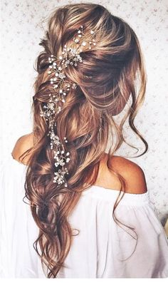 Tendance Coupe & Coiffure Femme Description Most Romantic Bridal Updos And Wedding Hairstyles ❤ See more: www. Romantic Bridal Updos, Boho Bridal Hair, Bridal Hair Vine, Bridal Style, Romantic Wedding Makeup, Bridal Hair Flowers, Flower Bouquets, Wedding Hair And Makeup, Hair Makeup