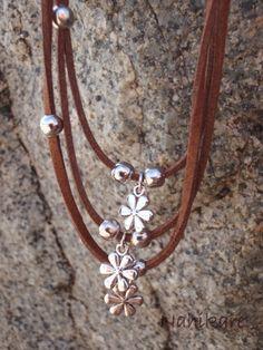 Conjunto de Collar, Pulsera, Pendientes con encantos margaritas plateadas, realizado con antelina en color marrón, gris o negro de Nahikare en Etsy