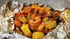Easy, tasty shrimp boil foil packs baked or grilled with summer veggies, homemade seasoning, fresh lemon, and brown butter sauce. The BEST and easiest way to ma Foil Pack Meals, Foil Dinners, Seafood Boil Recipes, Shrimp Recipes, Cajun Seafood Boil, Seafood Broil, Shrimp Boil Foil Packs, How To Boil Shrimp, Oven Shrimp Boil