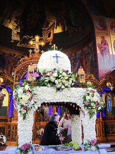 The 10 Most Beautifully Decorated Epitaphs of Greek Easter Church Flower Arrangements, Church Flowers, Holy Friday, Orthodox Easter, Greek Easter, Decoupage Box, Easter Traditions, Holy Week, Flower Decorations