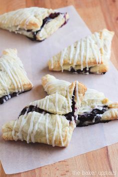 These simple blueberry turnovers are so easy to make and so delicious! www.thebakerupstairs.com