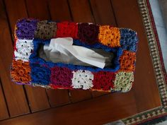 Tissue box: the pattern (small grannies)