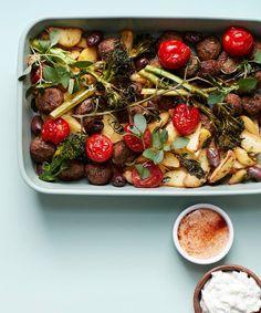 Kreikkalainen lihapullapelti | Liha, Arjen nopeat | Soppa365 Pasta Salad, Fish, Meat, Ethnic Recipes, Lasagna, Crab Pasta Salad, Noodle Salads