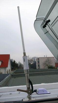 Im deutschen Mobilfunknetz zu surfen ist mitunter recht kostspielig. Hinzu kommt, dass nicht jeder eine große Datenflatrate auf der SIM Karte im Smartphone gebucht hat. Gerade im Urlaub steigt der Datenverbrauch mit dem Smartphone, Tablet & Co. an und die Alltags-Tarife sind für die häufigere Nutzung oft viel zu klein dimensioniert. Darum bietet sich vielen Reisenden als Alternative, an öffentlichen WLAN-Hotspots zu surfen. Wir zeigen Euch, wie ihr auf Reisen im Wohnmobil auf unterschiedl... Camping Style, Van Camping, Hymer, Mercedes Sprinter, Van Life, Caravan, Wind Turbine, Rv, Life Hacks