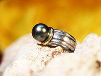 Jolie perle de Tahiti montée sur une bague en argent de taille 55. La perle est de qualité B, diamètre 11.67 millimètres, couleur grise.