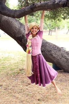 Rapunzel from Tangled That's it. I'm going to make a Rapunzel costume. Disney Cosplay, Tangled Cosplay, Epic Cosplay, Amazing Cosplay, Disney Costumes, Adult Costumes, Rapunzel Flynn, Rapunzel Costume, Halloween Cosplay
