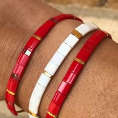 Perfect to cheer on the Wisconsin Badgers Jewelry Art, Jewelry Bracelets, Jewelry Accessories, Fashion Jewelry, Seed Bead Patterns, Beaded Jewelry Patterns, Bracelet Making, Jewelry Making, Japanese Jewelry