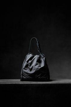 アタッチメントの熊谷和幸による新バッグブランド「クラムシェル」誕生 - ファッションプレス