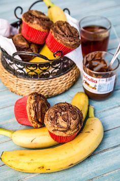 Briose cu banane si Nutella sunt delicioase si foarte usor de pregatit. Aromate si pufoase, pot fi mancate la mic Cake Recipes, Dessert Recipes, Nutella, Food Cakes, Delicious Desserts, Stuffed Mushrooms, Muffin, Food And Drink, Sweets