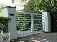 Toegangspoort | siersmederij Beentjes House Front Gate, Front Gates, Entrance Gates, Fence Gate Design, Entrance Design, Driveway Gate Openers, Gate Designs Modern, Aluminium Gates, Boundary Walls