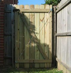 Fix a Sagging Wooden Swing Gate / Two posts, gate not centered Cedar Gate, Wooden Fence Gate, Fence Gate Design, Fence Doors, Patio Fence, Porch Garden, Diy Fence, Backyard Fences, Backyard Projects