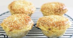 Invite your friends around to watch the big game and serve them these tasty curry chicken pies with golden crusts. Mini Pie Recipes, Chicken Recipes, Duck Recipes, Oven Recipes, Chicken Curry, Sunbeam Pie Maker, Empanadas Recipe, Savory Tart, Pizza