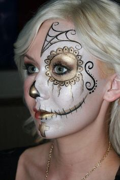 Gold and black sugar skull or Day of the Dead inspired face paint mask.face Gold and black sugar skull or Day of the Dead inspired face paint mask. Sugar Skull Face Paint, Sugar Skull Makeup, Sugar Skulls, Cosplay Costume, Costume Makeup, Halloween Make Up, Halloween Face Makeup, Halloween Ball, Halloween Cakes