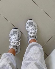 Best Picture For chunky sneakers outfit 2019 For Your Taste You are looking for something, and it is Sneakers Fashion, Fashion Shoes, Shoes Sneakers, Shoes Heels, Estilo Cool, Swag Shoes, Looks Street Style, Aesthetic Shoes, Fresh Shoes