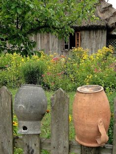 Poland Culture, Country Fences, Farm Paintings, Rustic Garden Decor, Container Vegetables, Farmhouse Landscaping, Old Fences, Country Living, Countryside