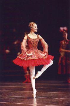 "Laëtitia Pujol in ""Raymonda"" (Paris Opera Ballet)"