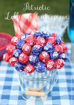 Patriotic Lollipop Centerpiece: this is sure to be a hit at any summer bbq this year! #makeitfuncrafts