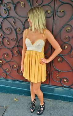 Normally I don't wear yellow, but for this dress I'd make an exception.