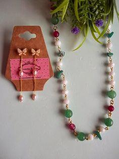 Encantos de Bijus: colar com pérolas e Cristais e Pedras e Brincos