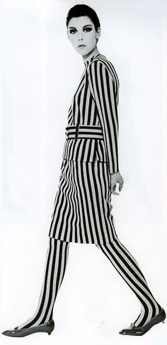 Peggy Moffitt in Rudi Gernreich, 1964 I love stripes Mod Fashion, 1960s Fashion, Fashion Art, Fashion Models, Vintage Fashion, Fashion Design, Look Vintage, Vintage Mode, Op Art