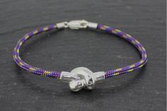 bracelet escalade violet, noué avec une pièce en argent. superbe bijou homme !