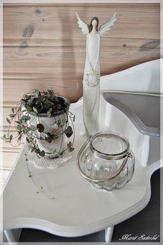 interiør hvitt Table Settings, Colour, Table Decorations, Furniture, Home Decor, Color, Decoration Home, Room Decor, Place Settings
