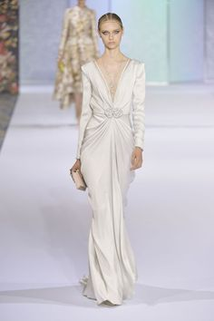Wedding dress inspiration from the couture catwalks Style Couture, Couture Fashion, Runway Fashion, Bridal Fashion, Beautiful Gowns, Beautiful Outfits, Couture Wedding Gowns, Wedding Dresses, Wedding Shoes