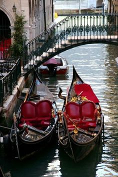 Venetian gondolas in Venice, Veneto_ Italy Places To Travel, Places To See, Places Around The World, Around The Worlds, Wonderful Places, Beautiful Places, Rome Florence, Gondola Venice, Venice Canals