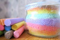 Activité manuelle enfant : décorer un pot avec du sel coloré (sel+craie) Sablimage maison Idée cadeau fête des mères et fête des pères + cadeau nounou et maîtresse