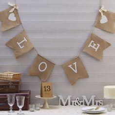 """Leinengirlande """"Love"""" - Romantische Wimpelkette aus rustikalem Leinen"""
