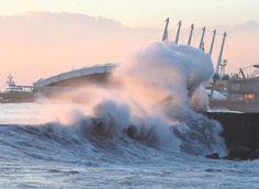 """Il mare alto quasi """"copre"""" la fiera di #Genova da questa prospettiva"""