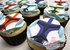 Clone Trooper cupcakes - Cake by Cynthia Jones Star Wars Cake, Star Wars Clone Wars, Lego Star Wars, 6th Birthday Parties, 11th Birthday, Birthday Ideas, Star Wars Party Food, Star Wars Episode 2, Cupcake Cakes