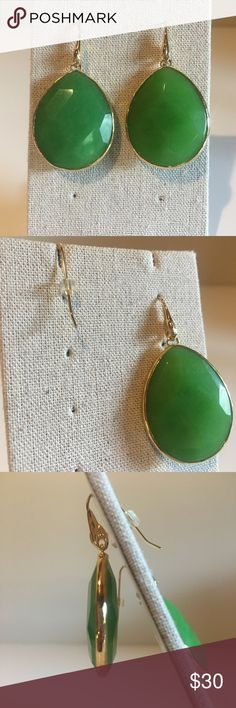 Stella & Dot Serenity Drop Earrings Beautiful gold Stella & Dot Serenity drop earrings with a gorgeous jade green stone.  Never worn. These earrings will come packaged in a Stella & Dot box perfect for gifting. Stella & Dot Jewelry Earrings