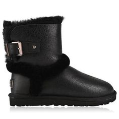Airehart Boots Description: Step into sheer warmth and comfort with the Airehart boot from Ugg.  Featuring a leather upper, buckle fastening and logo detailing. Size selection: British sizing Fits true to size, take your normal sizeUpper: leatherLining: Leather and textileSole: other materials Black 4 Price:... http://qualityclothing.me.uk/airehart-boots-2/