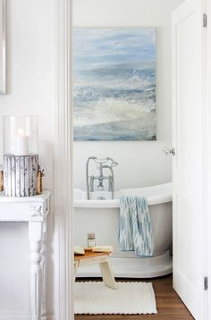 Breathe fresh life into your interior with the timelessly stylish Coastal Living trend, perfect for every space in your home. Coastal Bathrooms, Beach Bathrooms, Coastal Living Rooms, Coastal Cottage, Coastal Homes, Coastal Style, Coastal Farmhouse, Cozy Cottage, Cottage Style