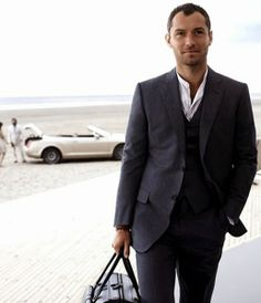 You are interested in Jude Law for Dunhill? Fashion ads, pictures, prints and advertising with Jude Law for Dunhill can be found here. Sharp Dressed Man, Well Dressed, Col Mandarin, Banded Collar Shirts, Alfred Dunhill, Mandarin Collar Shirt, Moda Blog, Dapper Gentleman, Dapper Men