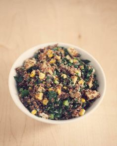 Looks so yummy: Healthy-Quinoa-Tone-it-up-mexican-bowl Tone It Up, Vegetarian Recipes, Cooking Recipes, Healthy Recipes, Entree Recipes, Meal Recipes, Healthy Drinks, Healthy Meals, Healthy Food