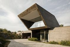 The house's walls are constructed entirely from board-marked concrete, which was specified to provide a tonality and texture that complements the natural surroundings. Small Buildings, Modern Buildings, Concrete Houses, Portugal, Reinforced Concrete, Grand Designs, Building Materials, Amazing Architecture, Detached House