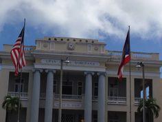 Estas son las banderas de Puerto Rico y Estados Unidos de Norte América. En la gran Logia de los masones en Santurce. Las banderas estaban en buen estado físico y estaban correctamente colocadas según el reglamento de las banderas. 9:31 a.m.