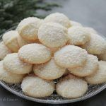 Se introduce tava in cuptorul preincalzit My Recipes, Snack Recipes, Dessert Recipes, Cooking Recipes, Macarons, Romanian Food, Cakes And More, Coco, Foodies