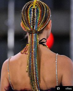 New York Fashion Week Fall 2019 is all about play! Here are the five biggest trends we spotted on the runways at New York Fashion Week. Braided Hairstyles, Cool Hairstyles, Headband Hairstyles, Head Chain Jewelry, Runway Hair, Hair Chains, Editorial Hair, Hair Jewels, Natural Hair Styles