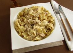 Tuna with cream   Food From Portugal. A simple recipe to prepare, tuna confectioned in a sautéed of olive oil, onion and garlics, seasoned with pepper, wrapped in pasta and whipping cream, sprinkled with thyme. http://www.foodfromportugal.com/recipe/tuna-cream/