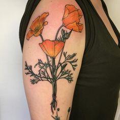 """California poppies for the top of Jessie's arm today #pookamachine #ochoplacas #poppytattoo #floralsleeve #floraltattoo #flowertattoo #flowersleeve…"""