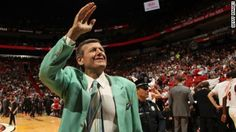 P ~ Craig Sager Sr. after a grueling battle with leukemia (June 1951 – December He was a sideline reporter. He covered sports for TNT, TBS, CBS & CNN. He was a graduate of Northwestern University. Northwestern University, Nba Season, Wnba, Interesting Reads, Sports Illustrated, Denial, The World's Greatest, Life Lessons