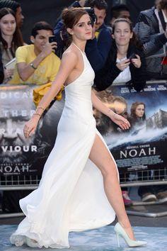 Look del día: Emma Watson nos enseña a llevar un vestido blanco, ¡sin ser la novia! | Glamour Mexico