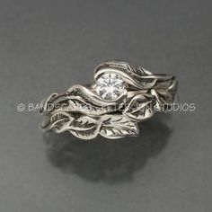 Wedding Rings Unique leaf wedding band and engagement ring set. Looks elvish! Made by Bandscapes, on etsy. Do It Yourself Jewelry, Do It Yourself Fashion, Matching Wedding Bands, Wedding Matches, Wedding Set, Dream Wedding, Trendy Wedding, Elegant Wedding, Rustic Wedding