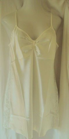 17.71$  Buy now - http://vikqc.justgood.pw/vig/item.php?t=slj9cxv39778 - Morgan Taylor Satin Chemise Ivory with lace side detail Size Large